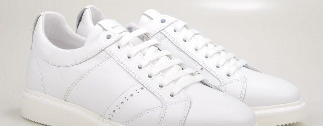 24631931300_41ca08dc61_b_white-sneakers